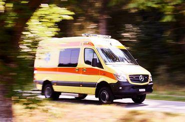 Rettungsdienstfahrzeug im Einsatz
