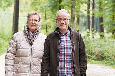 Fred. H und seine Frau Heidi beim Spaziergang im Wald