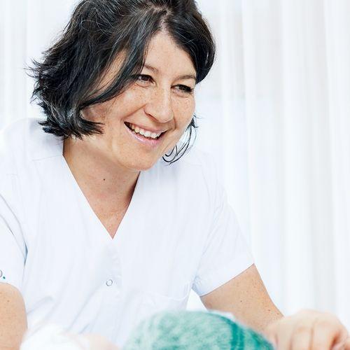 Barbara Pfister, Stillberaterin in einer Beratung mit einer Patientin