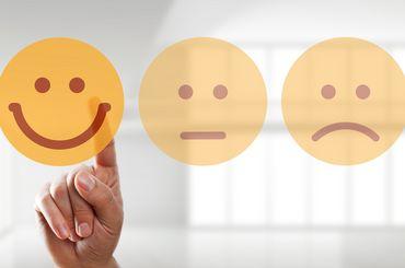 Drei Smileys mit verschiednen Emotionen
