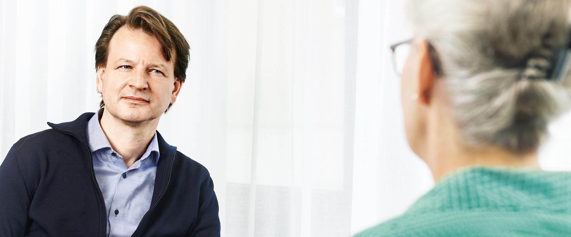 Psychiater im Gespräch mit einer Patientin