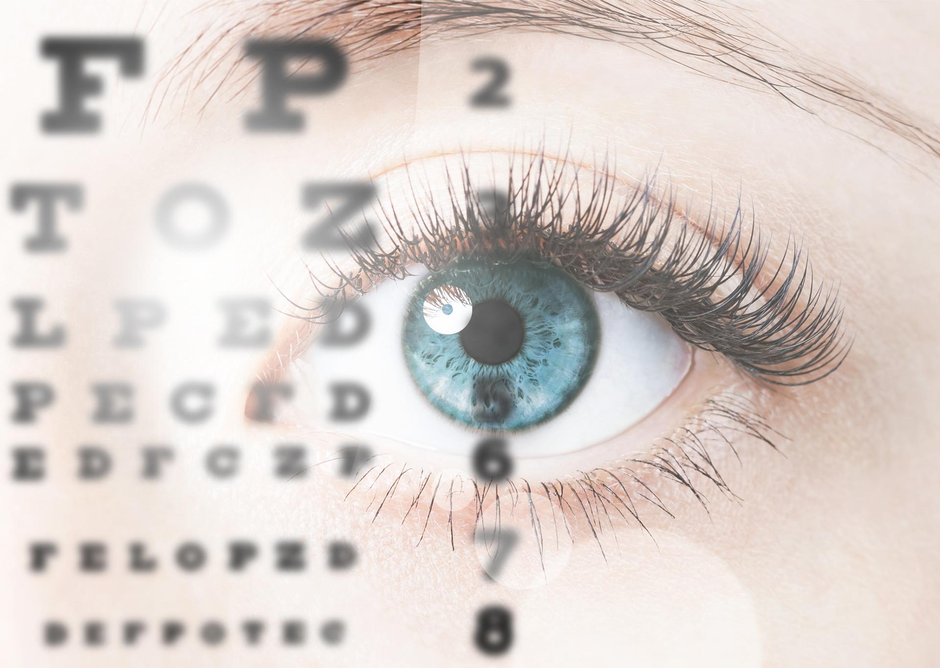 Auge schaut auf das Alphabet