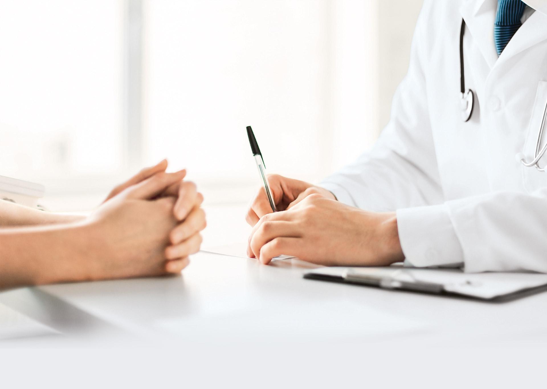 Patient im Gespräch mit dem Arzt