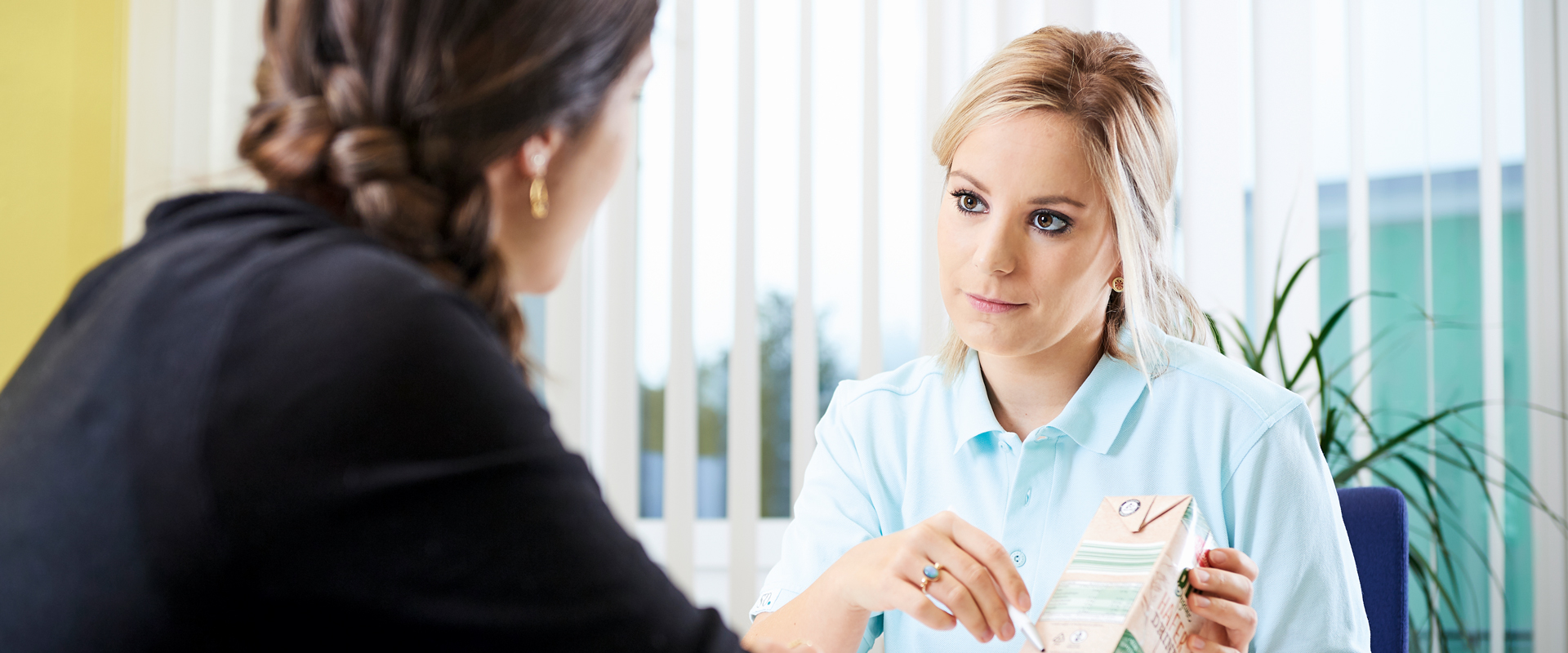 Rachel Girard, Teamleiterin Ernährungsberatung in einer Besprechung mit einer Patientin