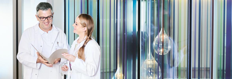 Dr. med. Daniele Bolla und Dr. med. Helena Popp im Gespräch